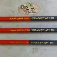 Pensil merah biru