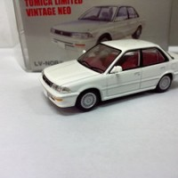 TOMICA LIMITED VINTAGE NEO TLVN08 TOYOTA COROLLA TWINCAM (WHITE)
