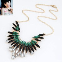 Kalung Simple Leaves Design Statement Necklace