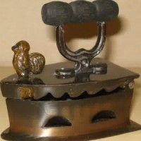 Miniatur setrika arang