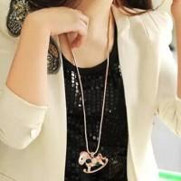 Kalung Panjang Rantai Emas Liontin Kuda Kayu dengan Kristal