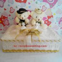 Tempat / Bantal Cincin Pernikahan - Ring Pillow (Kotak - Couple Bear)