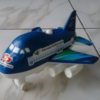 Mainan mini pesawat garuda