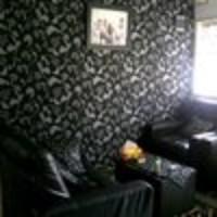 Wallpaper Dinding Hitam Motif
