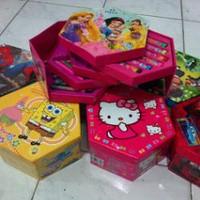 Crayon Set / 4 Susun / Segi Enam / Hexagon Karakter Hello Kitty, Cars, Spiderman, Sofia, Angry Birds, Ben 10, dll