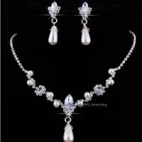 Set Perhiasan - Kalung & Giwang / Anting Pesta - Mutiara Broken White