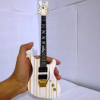 Miniatur Gitar Schecter Synsyter Gates White
