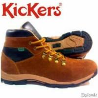 Sepatu Boot Kickers tracking