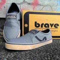 Sepatu Santai Slop Brave