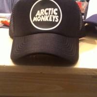 TOPI TRUCKER ARCTIC MONKEYS