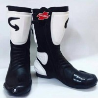 Sepatu Touring Road Race Hitam Putih