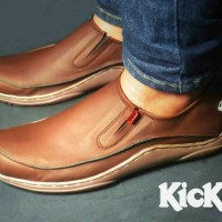 Cuci Gudang ! ! !  Sepatu Pria Casual Model Trendy Kickers