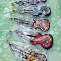 souvenir gantungan kunci gitar besar