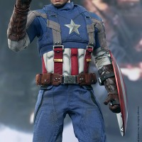 Hot Toys Captain America ( Golden Age version ) MIB