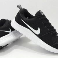 sepatu olahraga wanita nike free hitam putih