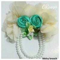 harga Melvy brooch / bross jilbab putih tulang by ORasya Tokopedia.com