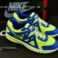 Sepatu nike revolution 2