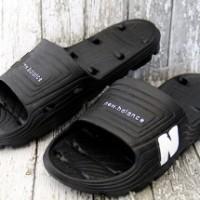 Sandal New Balance Hitam