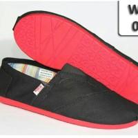 harga Sepatu Wakai Original ( Import ) Hitam (sol Merah) Tokopedia.com