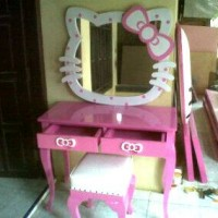 MEJA RIAS HELLO KITTY JATI