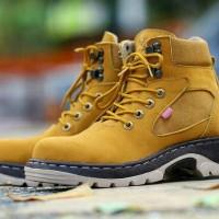 harga Sepatu Boots Kickers Safety Kulit / outdor gunung proyek lapangan Tokopedia.com