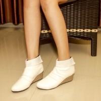 harga Boot Wedges 5cm Putih Bulu Kulit Boots Sepatu Wanita Casual White Lucu Tokopedia.com