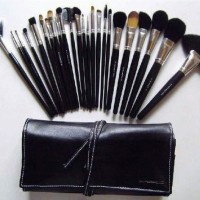 Jual MAC Make Up Brush Kuas MakeUp MAC 24 pcs 24pcs Dompet Tali _ KASAR Murah