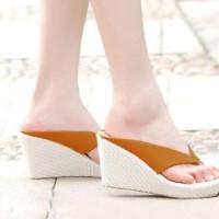 Sendal / Sandal / Wedges Jepit Safari 9cm Tan