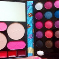 MAKE UP KIT DOMPET NYX