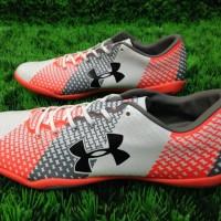 Sepatu Futsal Under Armour Putih Orange (Grade Ori/Replika Import)