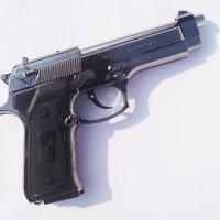 Korek Api Bentuk Pistol Baretta Warna Silver