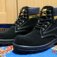 Sepatu Boots Safety Caterpillar Warna Hitam Bahan Suede