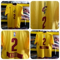T-Shirt NBA Cleveland Cavaliers Kyrie Irving Christmas