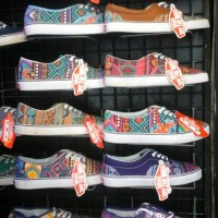 sepatu vans tribal