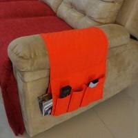 Tempat Remote dan Majalah Organizer di Lengan Sofa Warna Merah