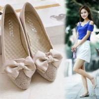 harga Pita Cream Flat Shoes Wedges Sepatu Sandal Kerja Kantor Fashion Wanita Tokopedia.com