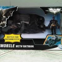 MAINAN ACTION FIGURE BATMAN + BATMOBILE TUMBLER