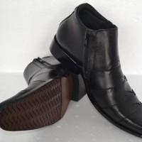 Sepatu BOOT Formal Kerja Kantor Pria Kulit Asli Levis Resleting Hitam