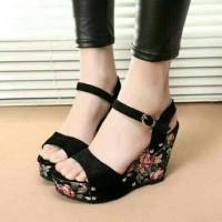Wedges bunga,wedges hitam,wedges suede,wedges 11cm,sandal bunga.