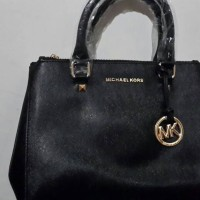 JET SET LARGE TOP-ZIP SAFFIANO LEATHER TOTE (Michael Kors)