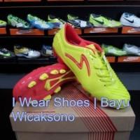 Sepatu Bola Specs Yin Yang Edition