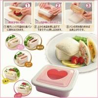 Pencetak roti / sandwish love Agar berbentuk kotak