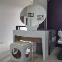Meja riasan white glossy minimalist berkualitas tinggi
