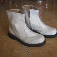 Sepatu boot rendah ( pasukan drumband )