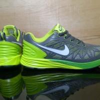 Sepatu Nike Air Max Lunarglide hijau