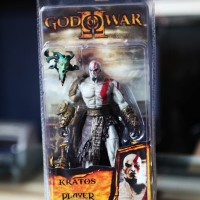 MAINAN ACTION FIGURE GAMES GOD OF WAR KRATOS WITH MEDUSA HEAD