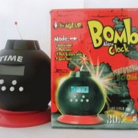 Bomb Alarm Clock, Sekaligus Celengan Unik Untuk Si Kecil Belajar Menab