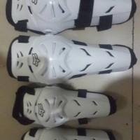 Decker AXO putih