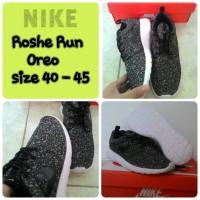 Sepatu Nike Roshe Run Oreo (Premium /Grade Ori/ Replika Import)