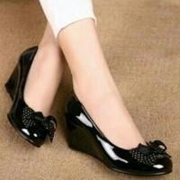 Sepatu Wedges Polkadot Hitam